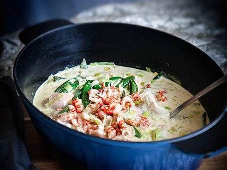 Louise Johanssons Sandefjordsgryta. En härligt krämig fiskgryta toppad med kräftstjärtar. Så gott! Recept: Louise Johansson #fiskgryta #stew #foodfeed