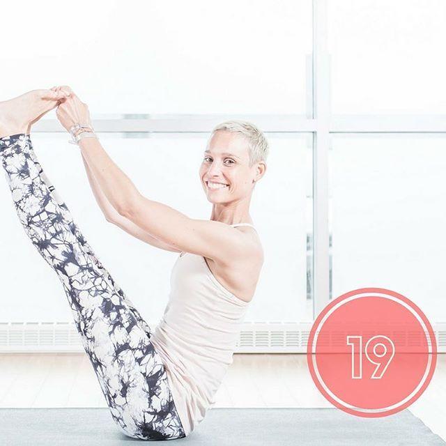 Posture d'équilibre et de plaisir ! Retrouver son âme d'enfant, se permettre de tomber et d'avoir du fun!⠀  #posture #fun #yoga #yogalife #fun