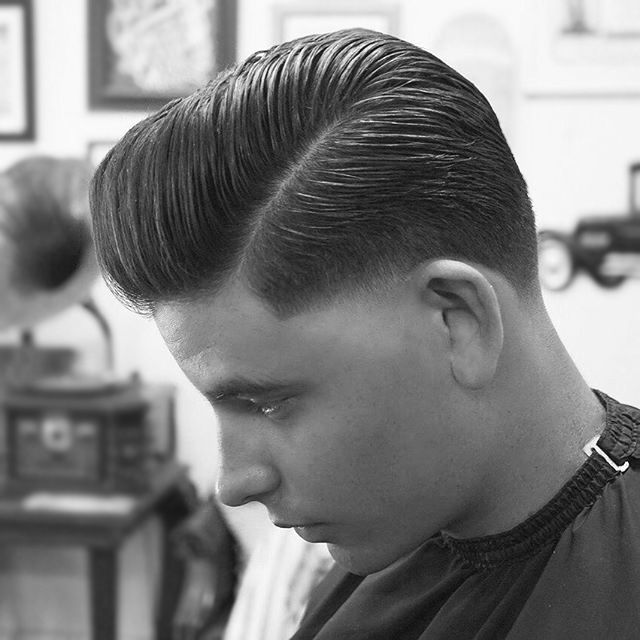 Another knock out style, so clean. The lengths are the way they are supposed to be in each area. A little longer in the front, blended nicely for the area of the side part. Cleanly keeping the back with a nice close to natural shape leading into a nicely tapered sideburn. #barbershop #hairstyles #hairstylist #barbermiami #miami #miamibarber #stylist #style #haircut #haircuts #hair #hisandhers #men #menshair #menshairstyle #contour #pomp #pompadour #barber #fade #wynwood #wynwoodbarber #salon…