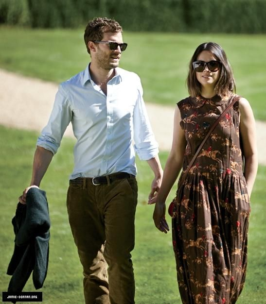 Jamie and Amelia attending a benefit party for Julia's House Children's Hospice http://www.jamie-dornan.org/gallery/displayimage.php?album=546&pid=10509#top_display_media… (now in Event) pic.twitter.com/cOPyxVFQFV