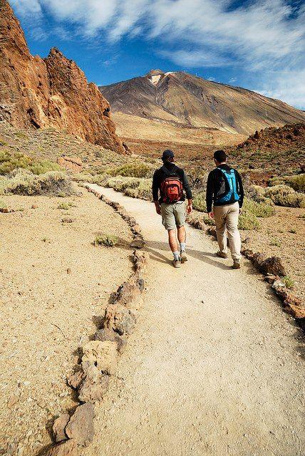 RUTAS POR EL TEIDE (TENERIFE). Hacer una ruta de Trekking por el Teide es algo obligatorio para cualquiera que venga a de visita a Tenerife. Los paisajes lunares del Parque Nacional del Teide siempre sorprenden a nuestros visitantes con el Teide coronando el parque. Aquí os dejamos unas AUDIOGUIA GRATUITA por si os animáis a realizarlo. +INFO: http://blog.webtenerife.com/ 38 Free Mount Teide audio guides to download: http://blog.webtenerife.co.uk/