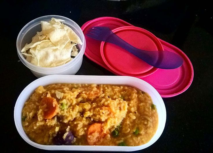 In Box - Kootanchoru and Appalam  Recipe for Kootanchoru - https://madraasi.com/2015/08/10/kootanchoru/  #madraasi #lunchbox #lunchboxideas #kidslunchbox #kidslunchboxrecipe #Indianlunchbox #mylunch #mondaylunch #vegetarianlunchbox #tamillunchboxideas #lunchtime #lunchboxrevolution #kidslunchboxrevolution #immadraasi #foodblogger #food  #southIndianlunchbox