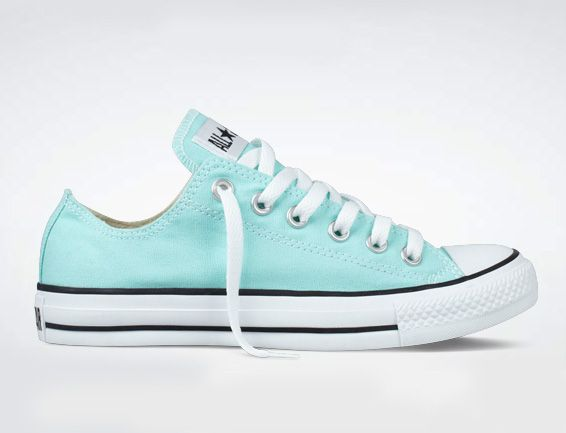 mint green converse ~ I think if I were to wear sneakers, these would be the ones:)