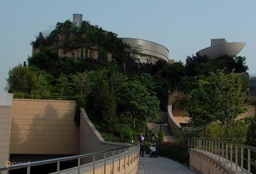 Парк Намба – #Япония #Осака (#JP) Разбить сад на крыше - идея не оригинальная. Но целый парк в восемь уровней на крыше здания торгового центра впечатляет.  ↳ http://ru.esosedi.org/JP/places/1000094802/park_namba/