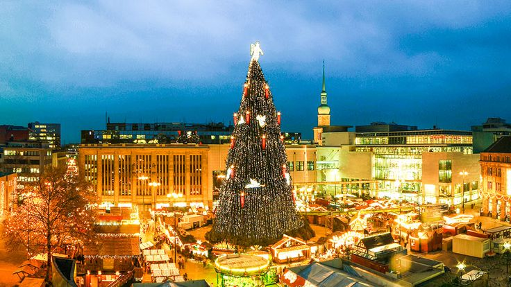 Dortmunder Weihnachtsmarkt ... the centerpiece gigantic 45-meter-tall Christmas tree