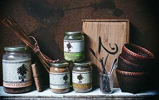 Vorige week stelden we je al Amanprana voor, een Belgisch merk dat 100% biologische en natuurlijke voedingsmiddelen en verzorgingsproducten produceert. Maar in deze blog stellen we je ook nog graag apart hun gamma Gula Java voor, een gamma met pure kokosbloesemsuiker en dranken op basis van kokosbloesemsuiker, natuurlijke en gezonde vervangers voor gewone suikers, thee en energiedranken. Ontdek de producten samen met je online apotheker.