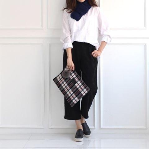""". ❤️#miscellalove . @revin_official . #miscellani #shopmiscellani #kfashion #koreanfashion #style #trend #models #accessories #clutch #bags #designer #design #pattern #contemporary #dailylook #ootd #kpop #ulzzang  #韩国时装 #韩国流行 #韩国品牌 #潮服 #流行时尚 #代购 #明星衣橱 #小香风 #东大门 #衣服 #分享"""