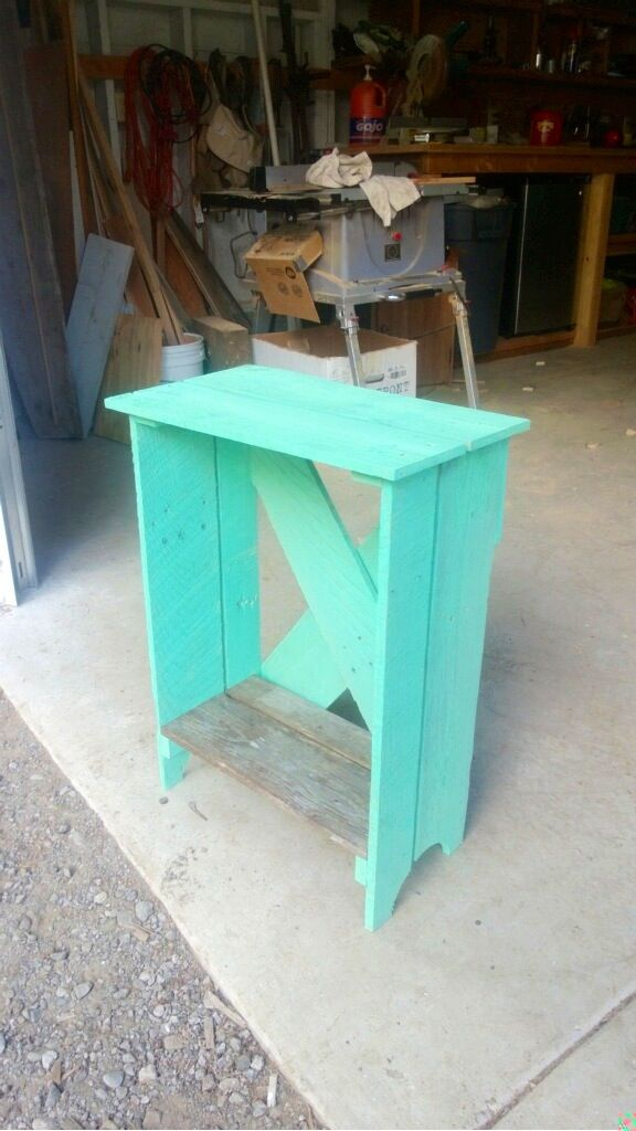 Made from a pallet into a night stand