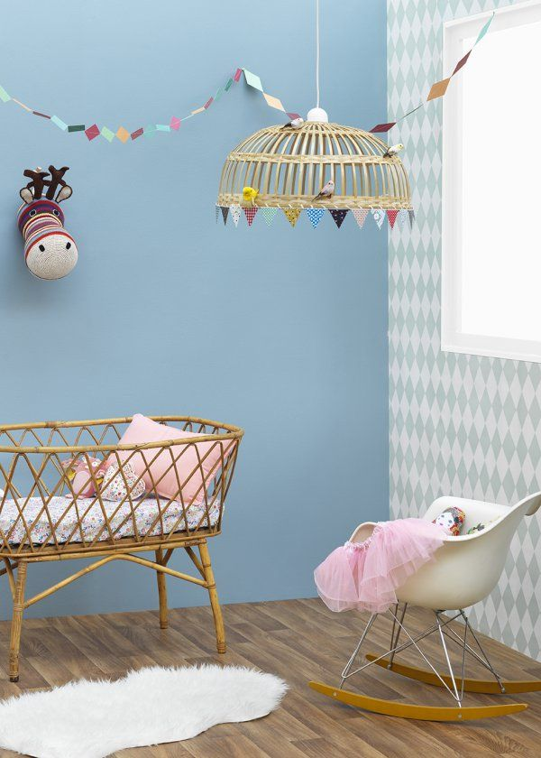 Chambre d'enfant / Kids Room / Blue wall for a kid room/ Couleur: Zolpan lance sa collection peintures pour les chambres de bébé - Marie Claire Maison