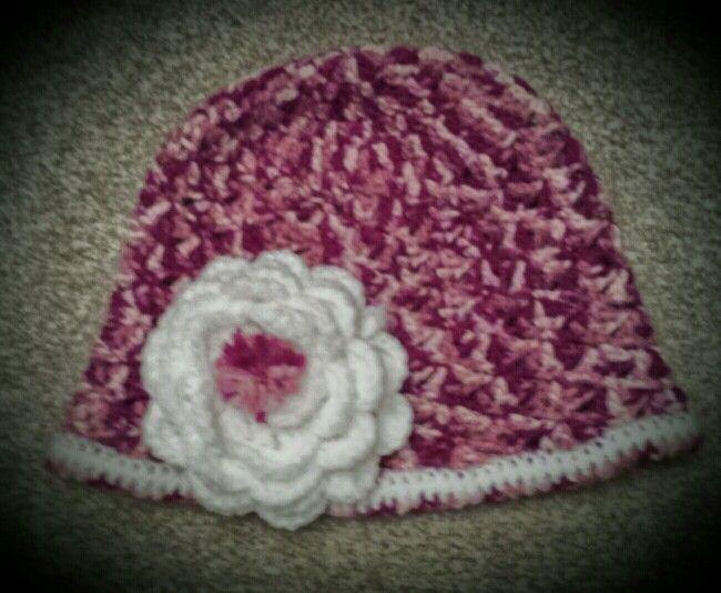 Bonnet fleuri fille pour la fille de ma nounou ;)