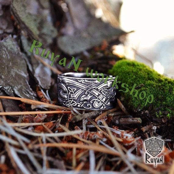 Celtic honden ring. Celtic wolven ring. Ring van de wolven. Ring met elementen van de Keltische ornament en decoratie met wilde honden door RuyaN