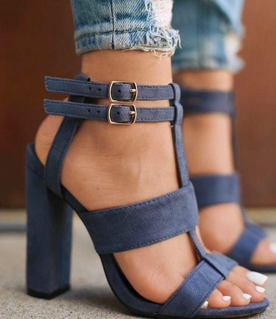 Denim Schuhe Tragen Idee für Trendige Ladiaes
