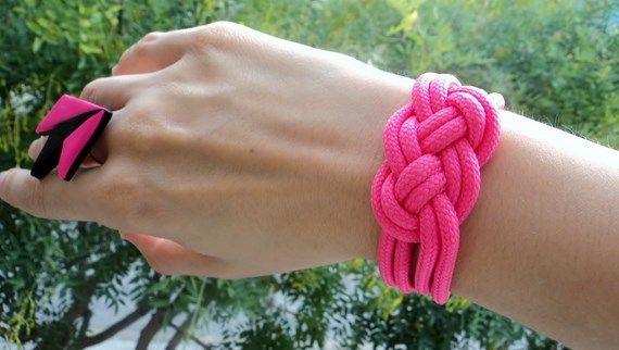 DIY: Pulsera nudo marinero hecha con un cordón  - http://www.manualidadeson.com/diy-pulsera-nudo-marinero-hecha-con-un-cordon.html
