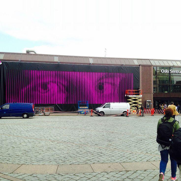 mounting artwork by Eivind Blaker  curator/producer: Kulturbyrået Mesén Rom for kunst, Oslo S, Norway