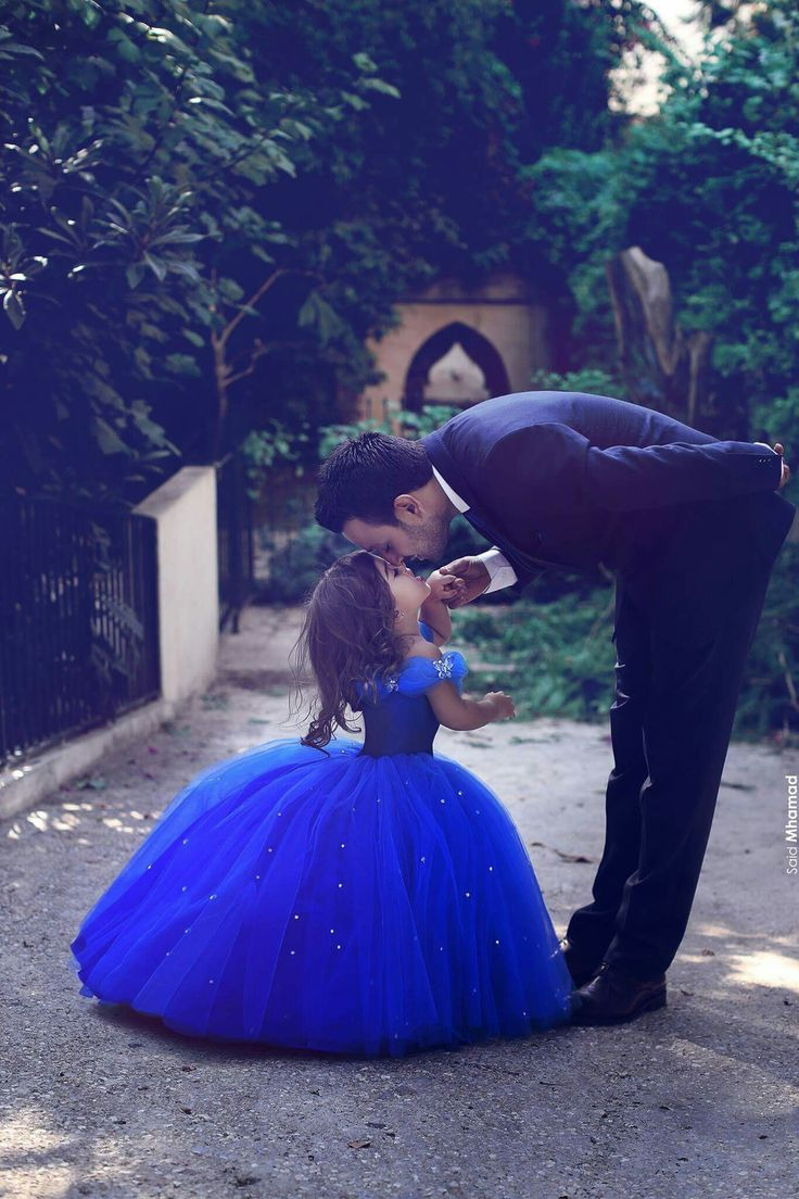 Beautiful photo of father and daughter as little Cinderella by Said Mhamad. You have to love this picture! Photography, fashion, beautiful dress, princess!