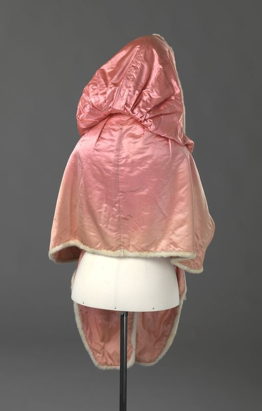 Cape and muff ca. late-18th century From the Digitalt Museum
