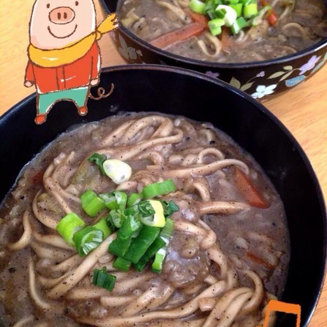 残り物の味噌汁にライスミルク、練り胡麻、うどん、玄米ご飯を加えて煮込みました。 ポカポカ、とろとろ、胡麻のコクもありとても美味しかったです☻  まちまちこさんの韓国風キノコの胡麻スープを真似した…つもりだったんですが全然違うものになりました - 74件のもぐもぐ - とろ〜り♥︎黒胡麻煮込みうどん。 まちまちこさんの真似っこ。Black sesame stew udon. by 16chyoko