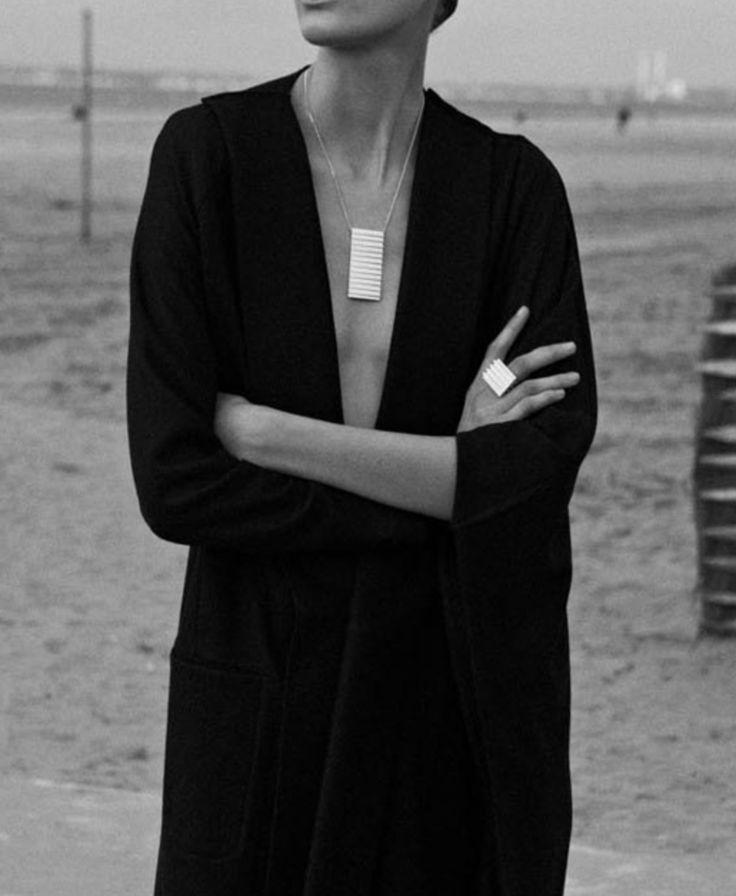 Minimal necklace & low cut neckline #style #fashion