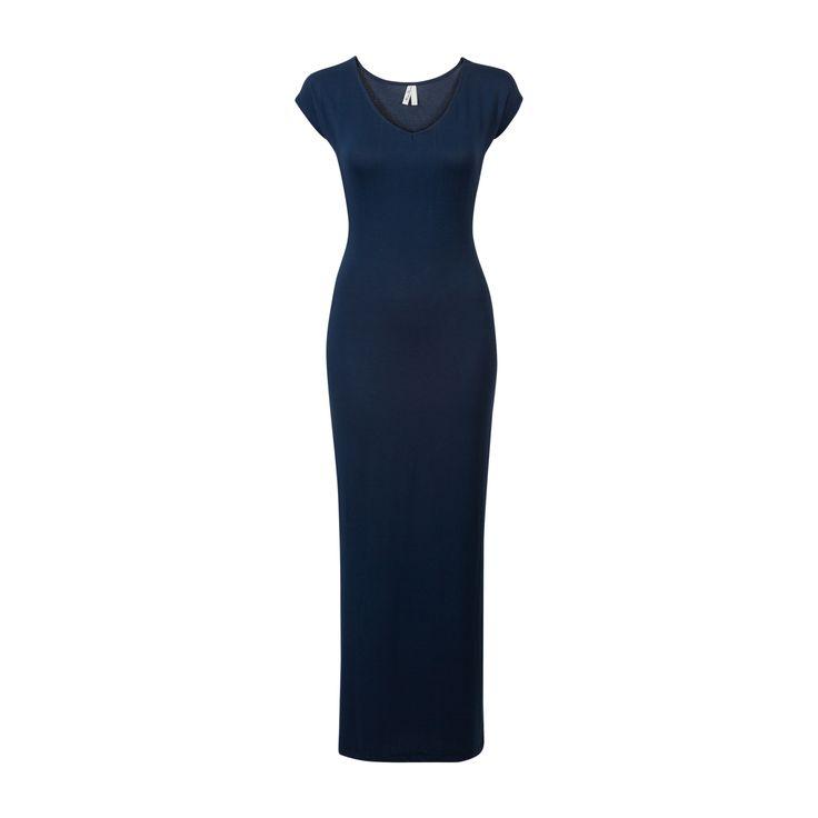 Donkerblauwe maxi jurk met korte mouwen en een ronde hals. De jurk heeft een split aan de zijkant. #missetam