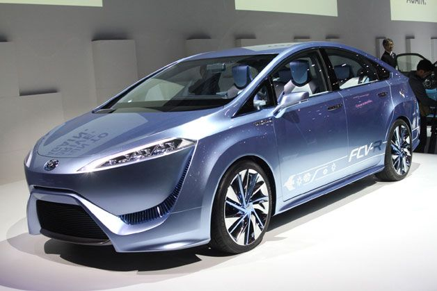2015 Toyota hydrogen fuel cell car will have 300-mile range, Tokyo debut