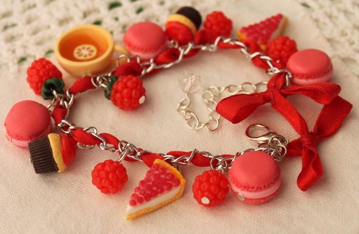 Cupcake Cheesecake Macarons / Sweets Bracelet / Raspberries / Handmade #Handmade #Chain