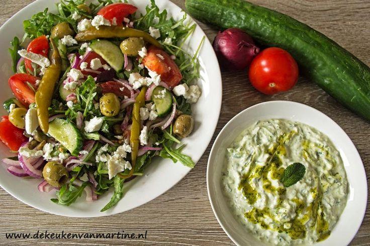 Tzatziki is een heerlijke Griekse saus. Deze keer op smaak gebracht met Wild garlic party van Smaakmakkers.