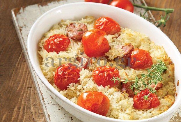 Ρύζι φούρνου με ντοματίνια και λουκάνικο