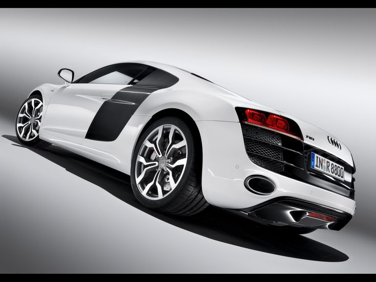 2009 Audi R8 5.2 FSI quattro - Studio Rear And Side Tilt 2