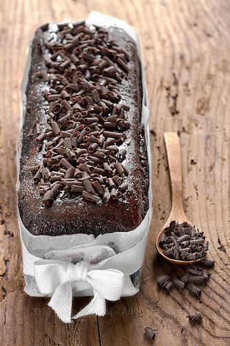 Torta al triplo cioccolato e ciliegie sciroppate