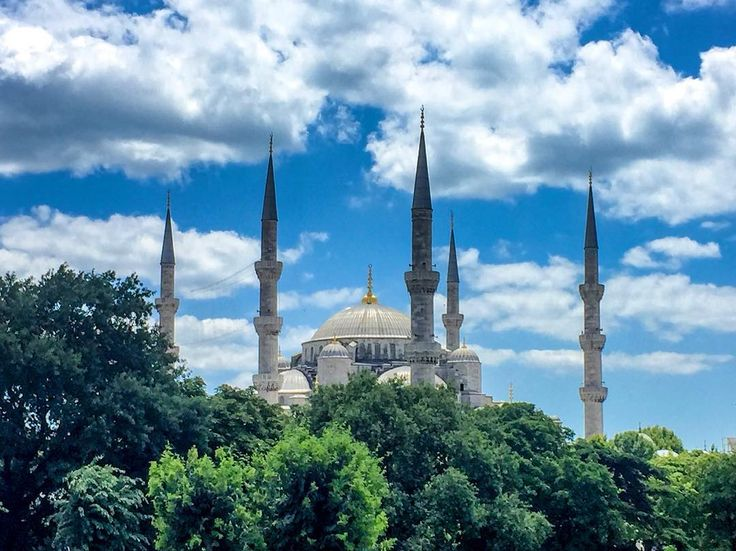 The Blue Mosque of Istanbul. We were briwfly stopping by in Istanbul and got a few nice shots on the way. . . .  #photography #nature #weather #amazing  #gf_daily #fantastic #green #trees #beautiful #iphonesia #naturelovers #photooftheday  #tree #instadaily #cloud  #natureza #mothernature #nature_seekers #travelstoke #travelphotography