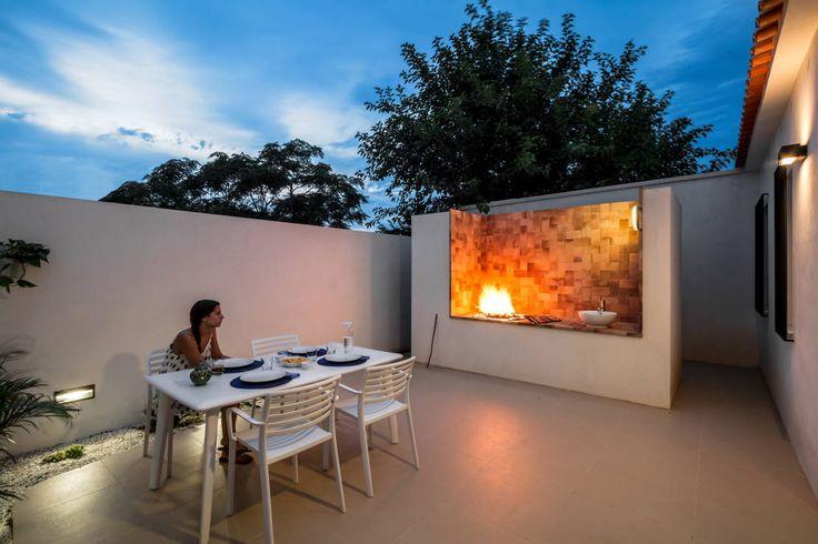 Un cortile incredibile!  https://www.homify.it/librodelleidee/91990/da-casa-malandata-a-piccolo-gioello-sul-mare