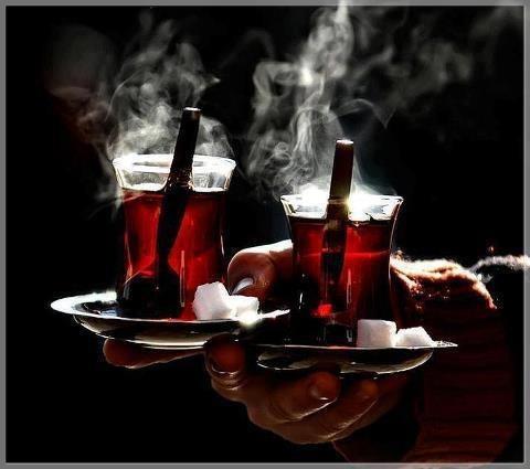 Ramazan ayının resmi içeceğidir, çay. Afiyet olsun.