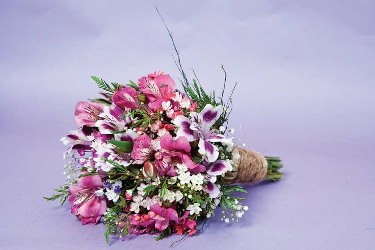 ramo silvestre de astroemerias fucsia y violetas #ramos #astroemerias #silvestre https://www.facebook.com/RamosYTocadosMariaInesMurguiondo
