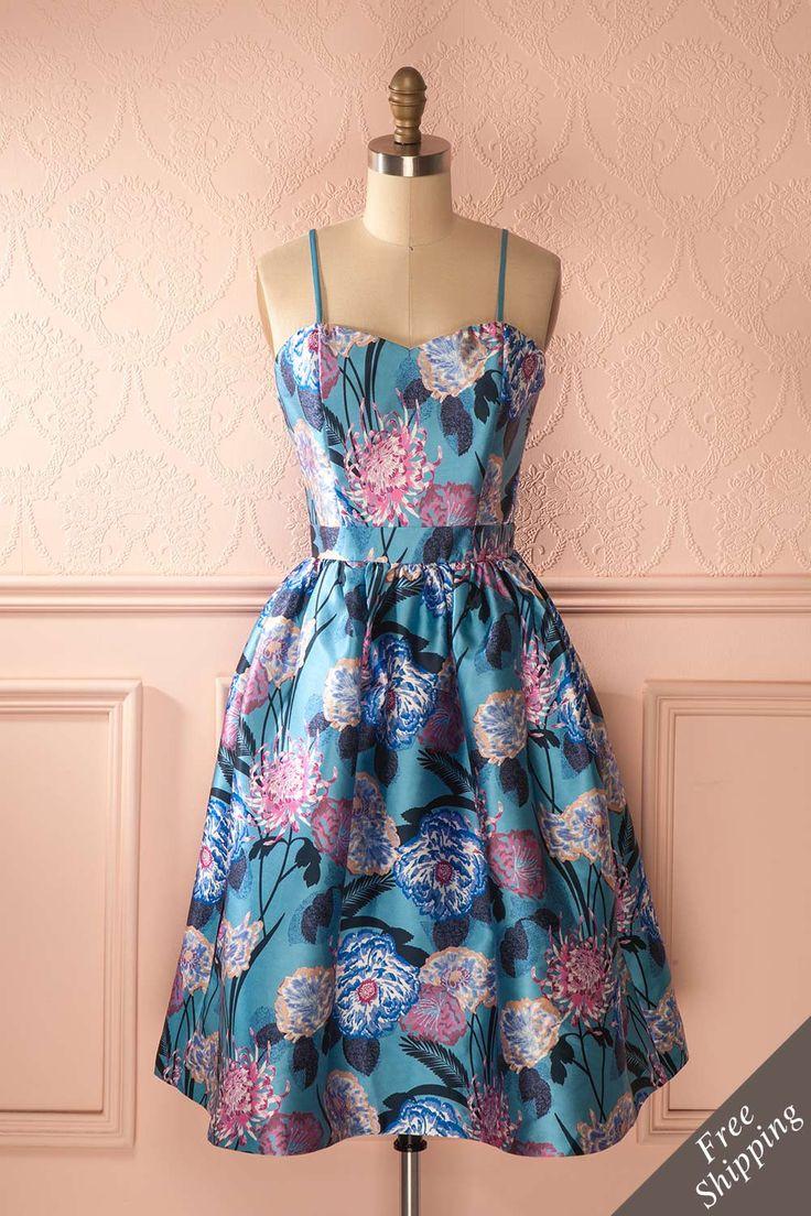 Une fête réussie doit être pleine de fleurs ! A party is never complete without flowers! Shiny blue floral print dress https://1861.ca/collections/products/sirelda
