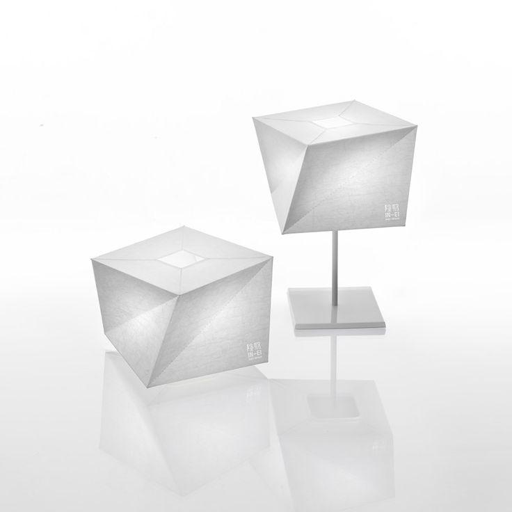 Lampada da tavolo Hakofugu di Artemide: leggera come un foglio di carta   Arredare con stile
