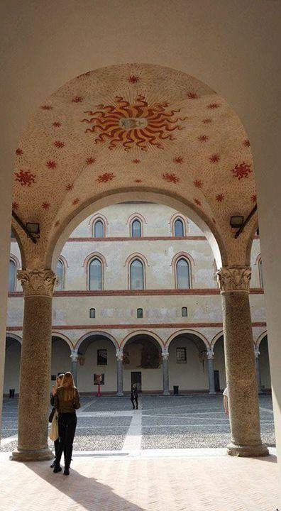 Rosanna Brigatti ci manda un saluto dal Castello #milanodavedere Milano da Vedere