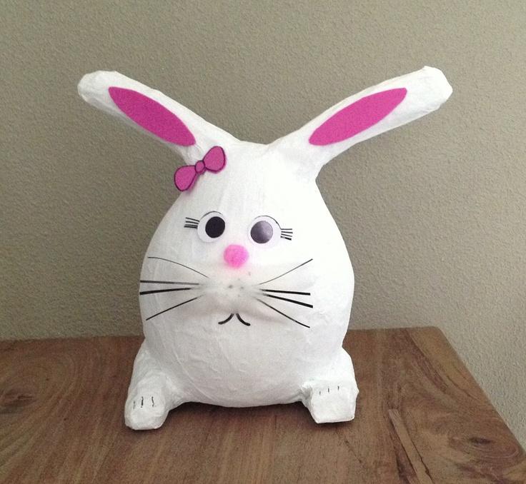 Surprise konijn van papier machee Debz Creations