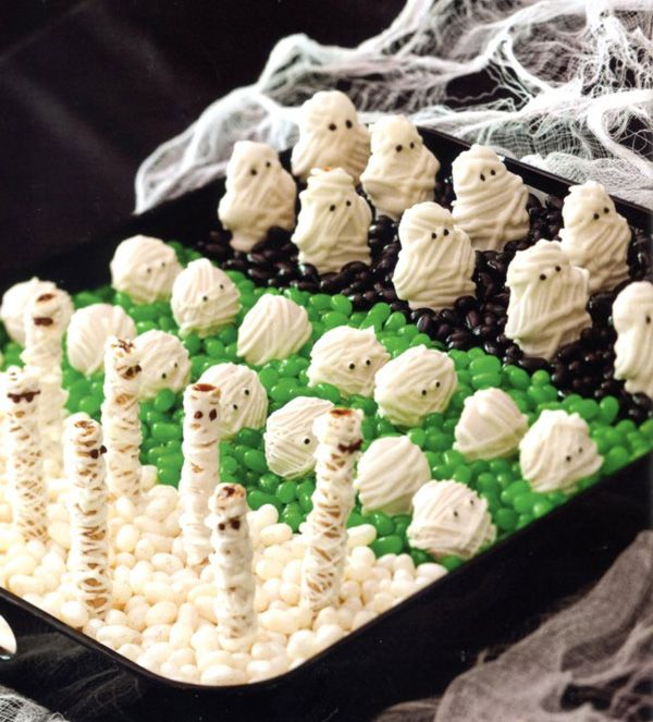 HALLOWEEN: A bunch of easy ideas for a Halloween party... veggies, desserts and dips all with a mummy theme!: Halloween Desserts, White Chocolates, Halloween Parties, Easy Ideas, Cookies Trays, Halloween Treats, Halloween Food, Jelly Beans, Halloween Goodies