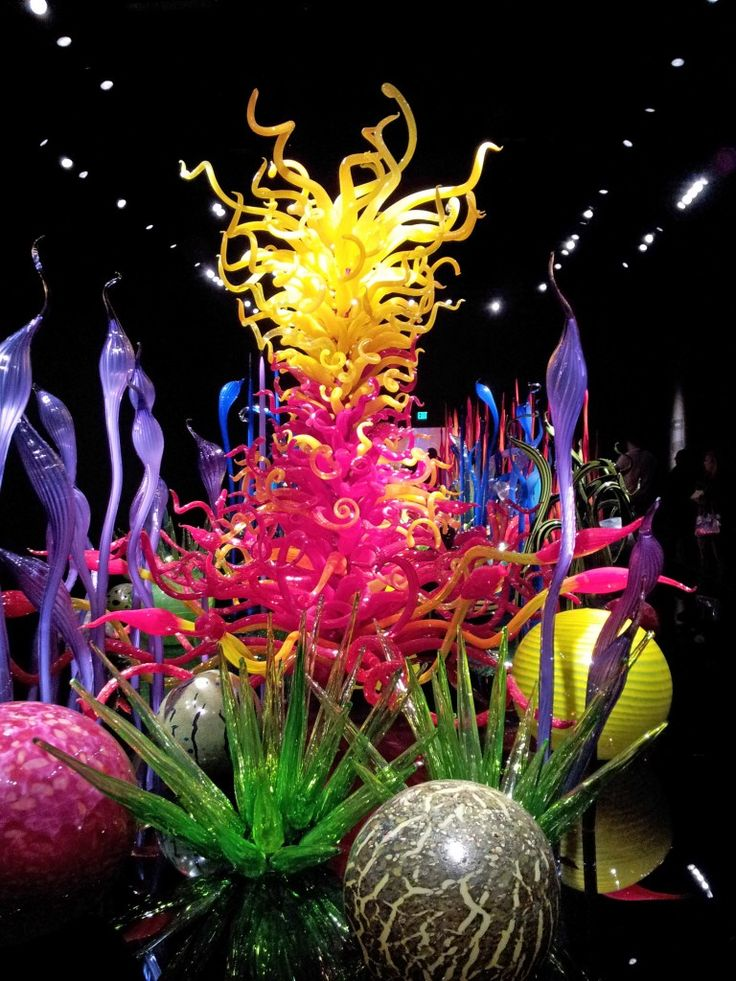Chihuly Glass Museum Seattle....Chihuly is my absolute favorite artist!!!!! I have been to several of his exhibits throughout Europe....AMAZING SCULPTURES+GARDENS!!!! I was in Heaven!!!! The perfect Feb 14 morning!!!!! Thanks babe!!!! MJ