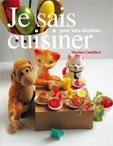 Nourriture minuscule à partager avec son doudou ou plats pour des dimanches en famille. Un livre de cuisine décalée pour que les grands autant que les enfants puissent se familiariser avec les aliments et fabriquer des recettes poétiques. Mélanie