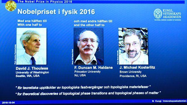 Gewinner in Physik: David Thouless, Duncan Haldane und Michael Kosterlitz https://www.theguardian.com/science/live/2016/oct/04/nobel-prize-in-physics-2016-to-be-announced-live http://www.spiegel.de/wissenschaft/technik/physik-nobelpreis-auszeichnung-geht-an-quantenforscher-a-1115037.html