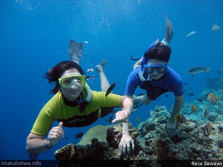 Snorkeling di Taman Laut Bunaken, Manado, Sulawesi,  Indonesia
