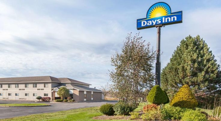 Days Inn Canastota/Syracuse Canastota Located just off Interstate 90, this Canastota, New York hotel is directly across from the Boxing Hall of Fame. It features free Wi-Fi access in every room and a daily continental breakfast.
