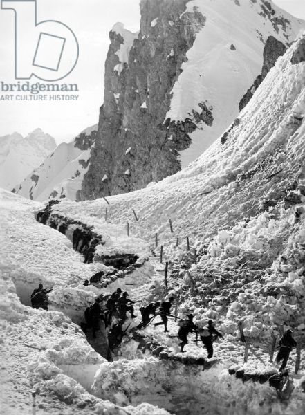 Italian Alpini attack Austrian positions in the Alps during WWI, South Tirol, 1914-18 (b/w photo)