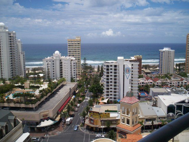 Check out Luxury at Chevron Towers, Holiday Accommodation in Surfers Paradise, QLD. #luxury #luxuryholidays #travel #holidays www.OzeHols.com.au/40