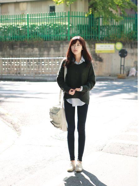 Korean street style: Skinny jeans + sweater <3