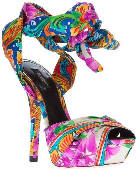 Lekker kleurrijk onder je trouwjurk! En doet het ook goed op je huwelijksreis. Van Dolce & Gabbana = Printed Sandal