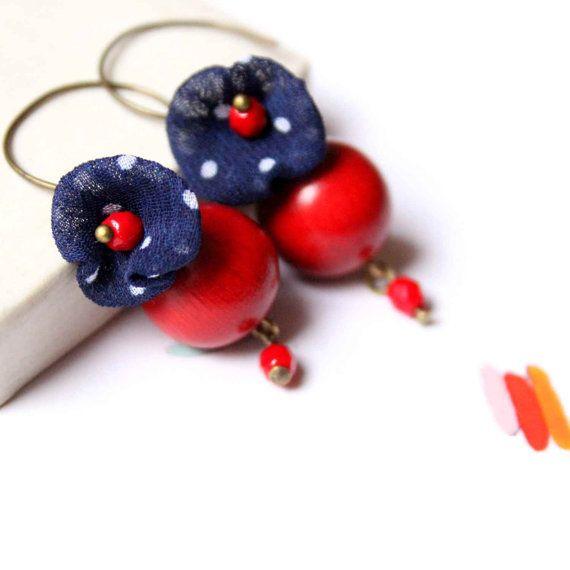 Grandi orecchini Handmade con perline in legno nei di vadjutka