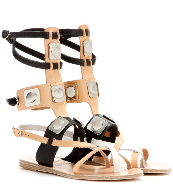 Ancient Greek Sandals for Peter Pilotto - Sandali gladiatore in pelle - Le silhouette tradizionali del brand di calzature greco incontrano i dettagli contemporanei di Peter Pilotto creando una capsule collection variegata e super trendy. Immergetevi nel mood estivo con i sandali gladiator in pelle nera, nude e bianca con placche argentate ispirate al design dei flipper, da sfoderare sotto romantici mini abiti in pizzo. seen @ www.mytheresa.com