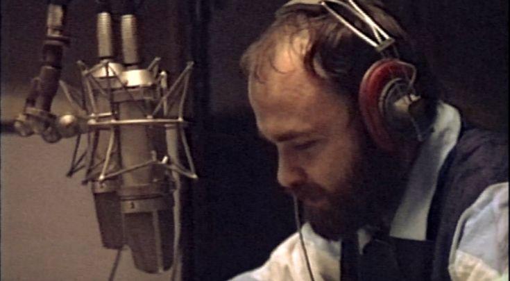 Tomasz Beksiński w studiu Polskiego Radia (kadr z filmu dokumentalnego; udostępniony PR 3 dzięki uprzejmości Cezarego Grzesiuka)